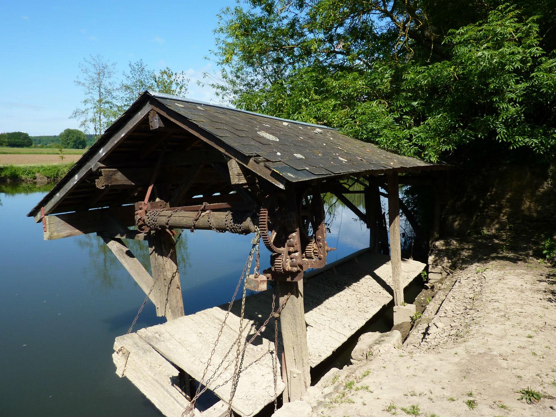 Restauration en cours du lavoir du pont Napoléon à Montbizot